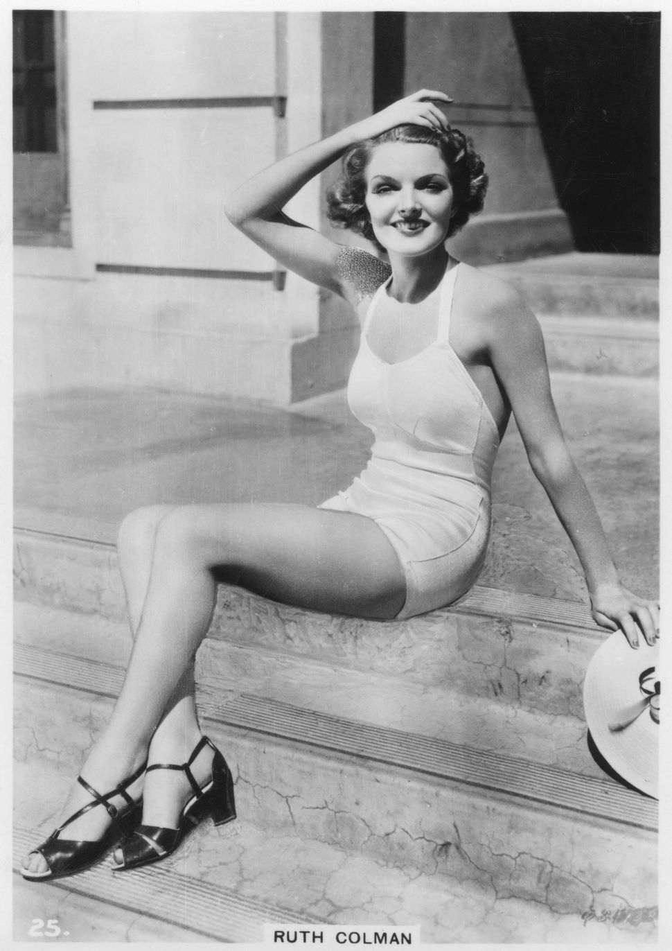 """Ruth Colmanpictured here circa1938. This pin-up portrait appeared on a cigarette card from the """"Modern Beauties"""""""