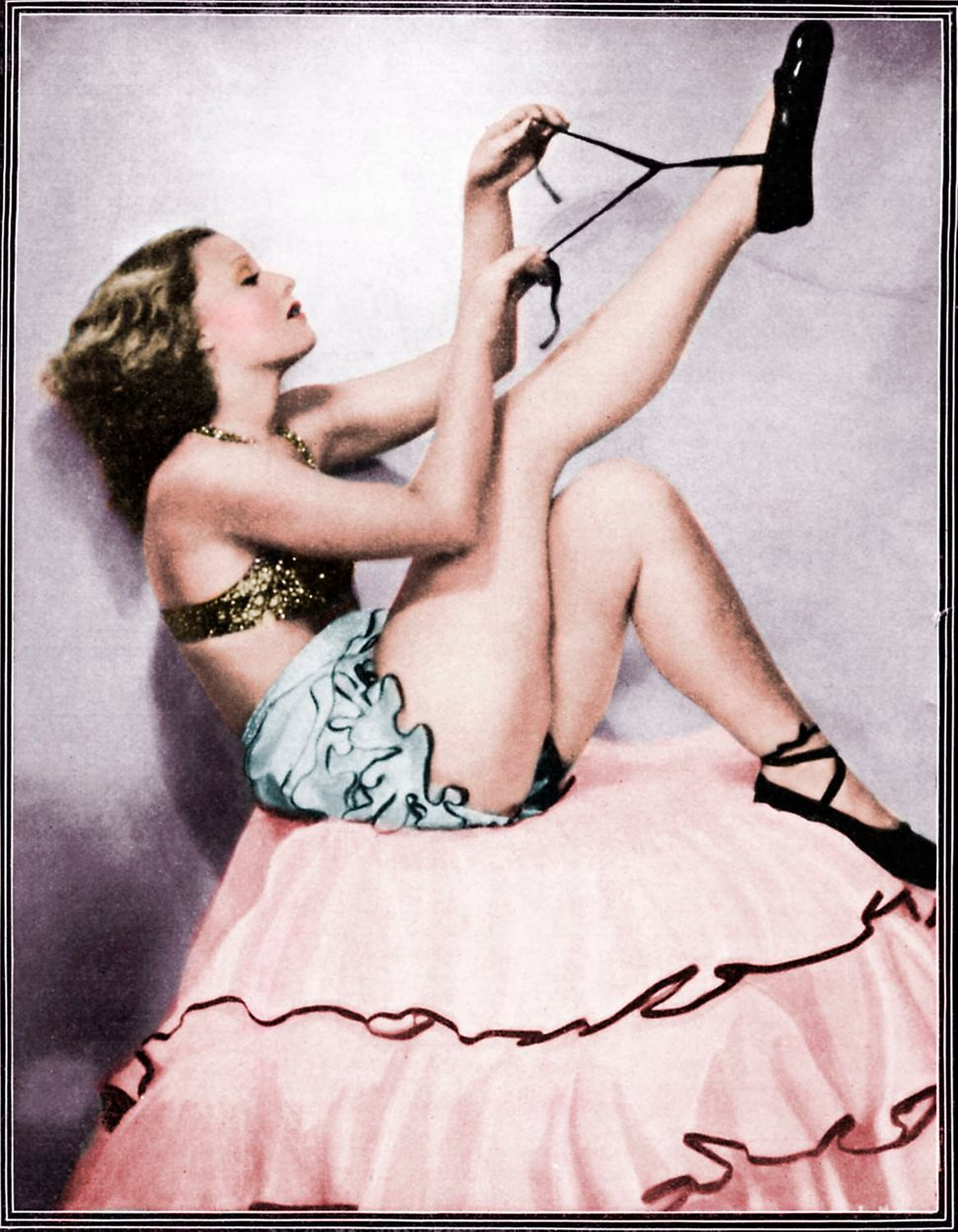A pin-up portrait of Lilian Harvey in Theatre World magazine in December of 1932.