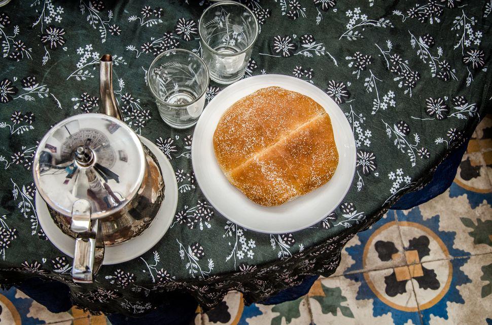 Ηanan Al Yosoufi givesus an example of a typical Moroccan breakfast: Mint tea with Moroccan pastries, called &ldquo