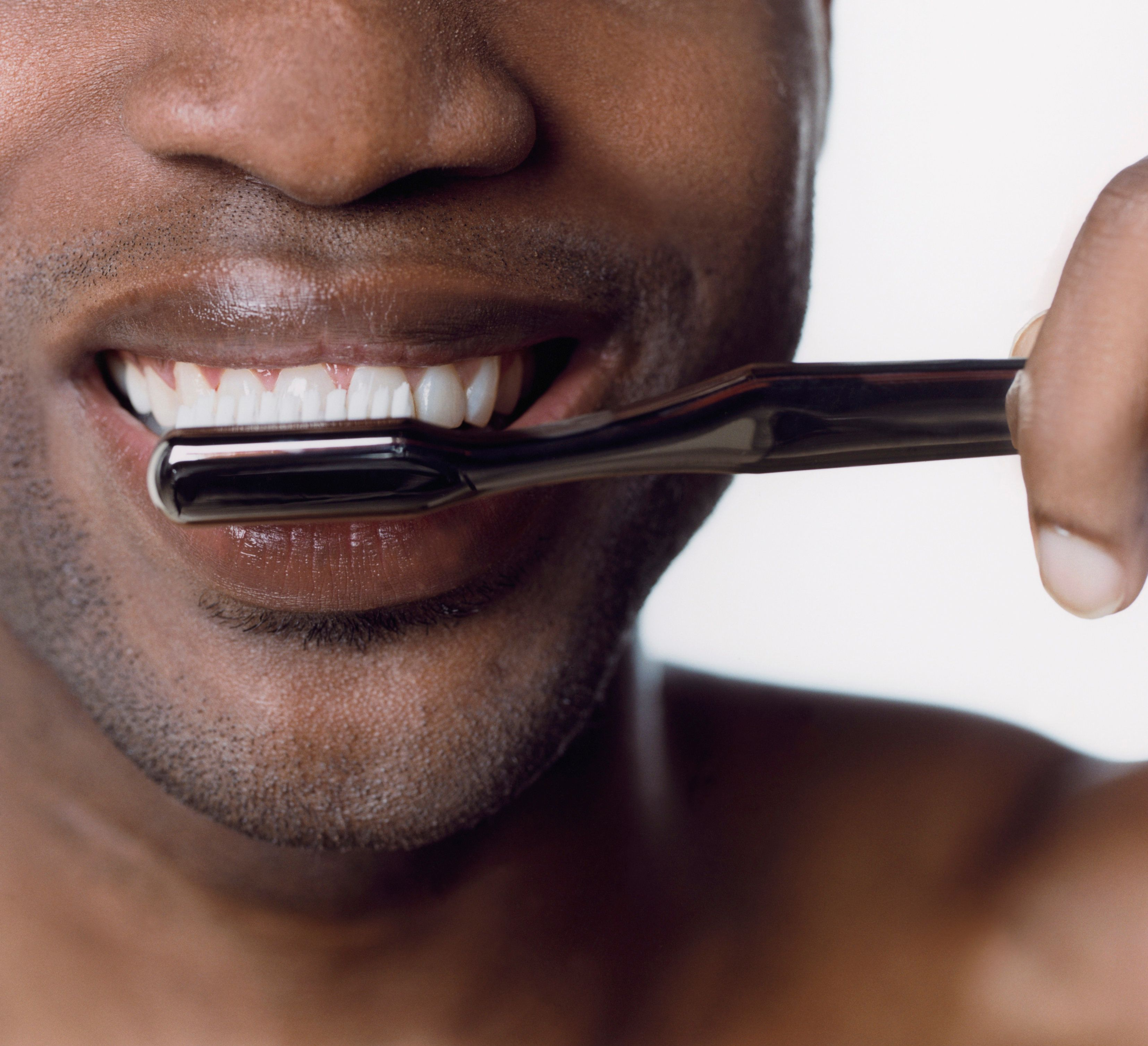Believe it or not, there is a right way to cleanyour teeth.