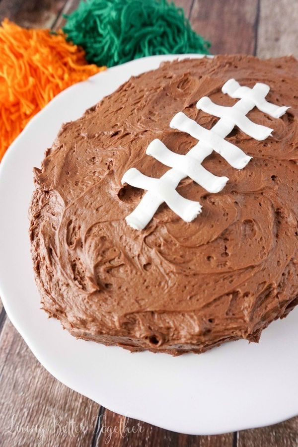 "<strong>Get the <a href=""http://spaceshipsandlaserbeams.com/blog/2015/01/cool-cakes/easy-football-cake-for-super-bowl"" target"