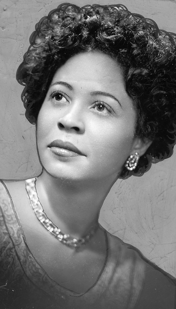 "As a civil rights activist and journalist, <a href=""http://www.biography.com/people/daisy-bates-206524"" target=""_blank"">Bates"