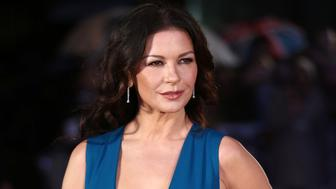 British actress Catherine Zeta-Jones arrives for the world premiere of the film Dads Army in London on January 26, 2016. / AFP / JUSTIN TALLIS        (Photo credit should read JUSTIN TALLIS/AFP/Getty Images)