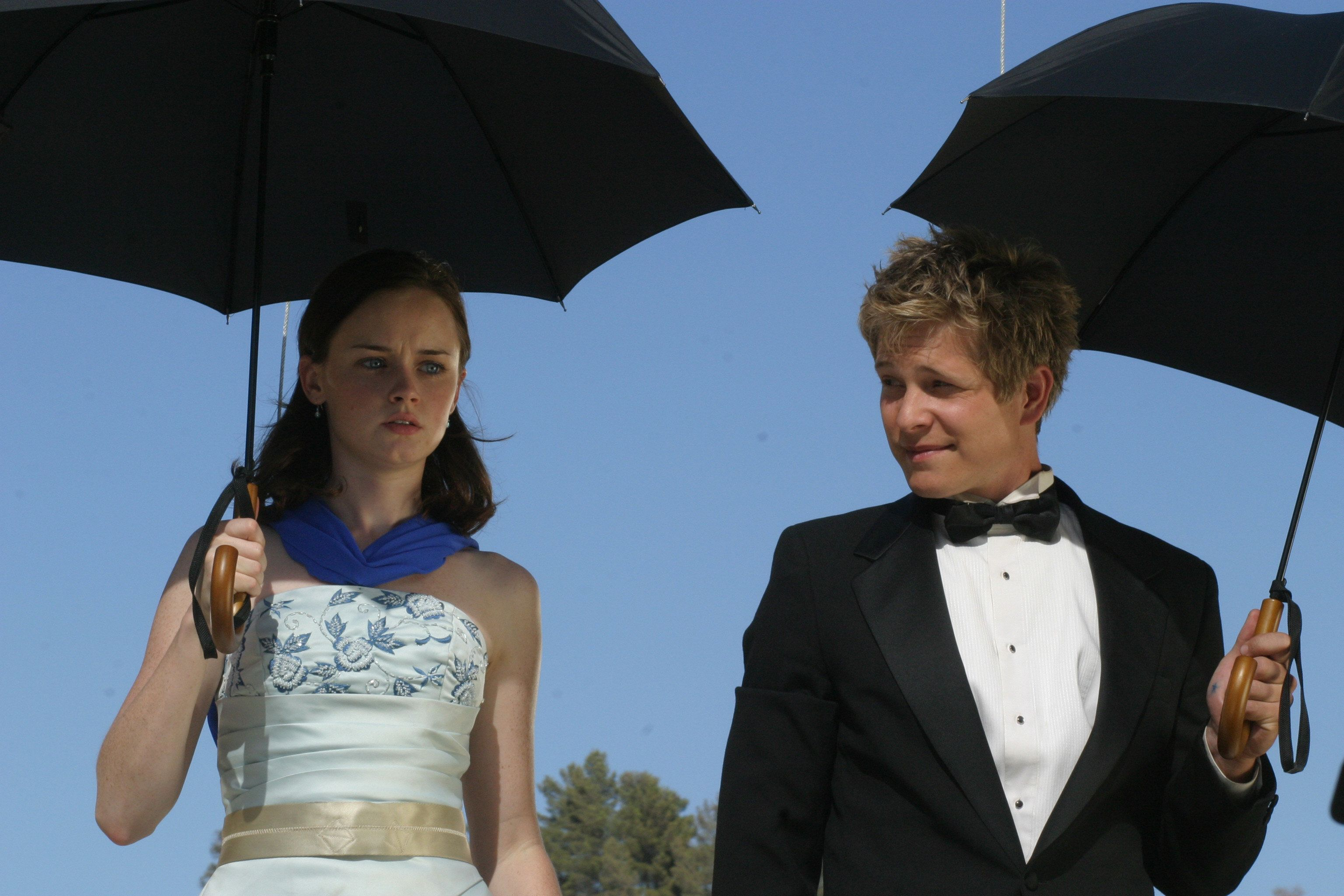 UNSPECIFIED - OCTOBER 07:  Medium shot of Alexis Bledel as Rory and Matt Czuchry as Logan holding umbrellas.  (Photo by Michael Ansell/Warner Bros./Getty Images)