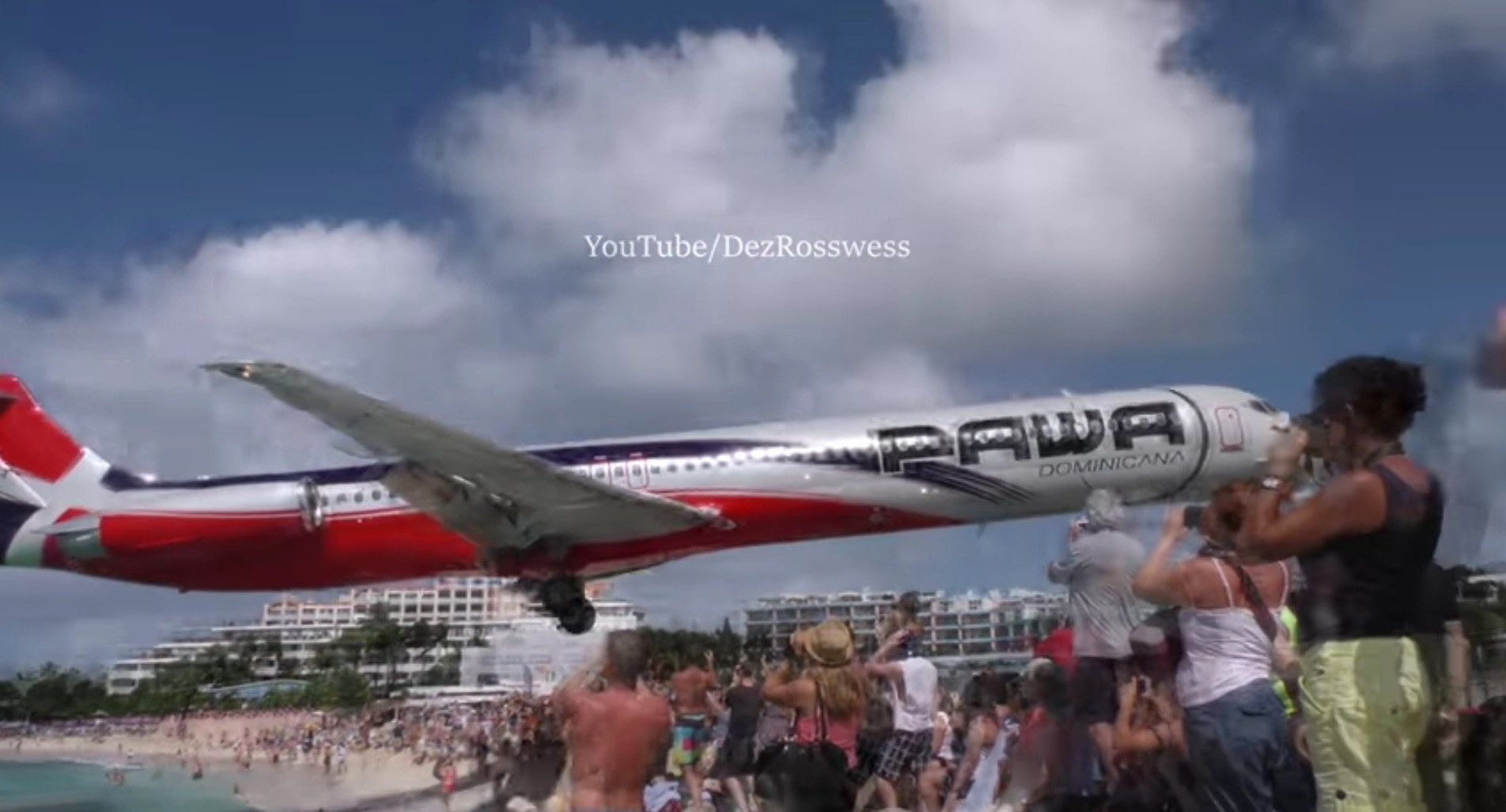 Plane comes in for a landing at Maho Beach.