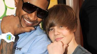 Usher and Justin Bieber arrive at Nickelodeon's 2009 Kids' Choice Awards at UCLA's Pauley Pavilion on March 28, 2009 in Westwood, California.