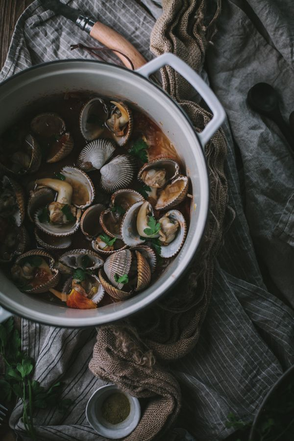 """<strong>Get the <a href=""""http://www.adventures-in-cooking.com/2015/03/northwest-clamming-guide.html"""" target=""""_blank"""">White Wi"""