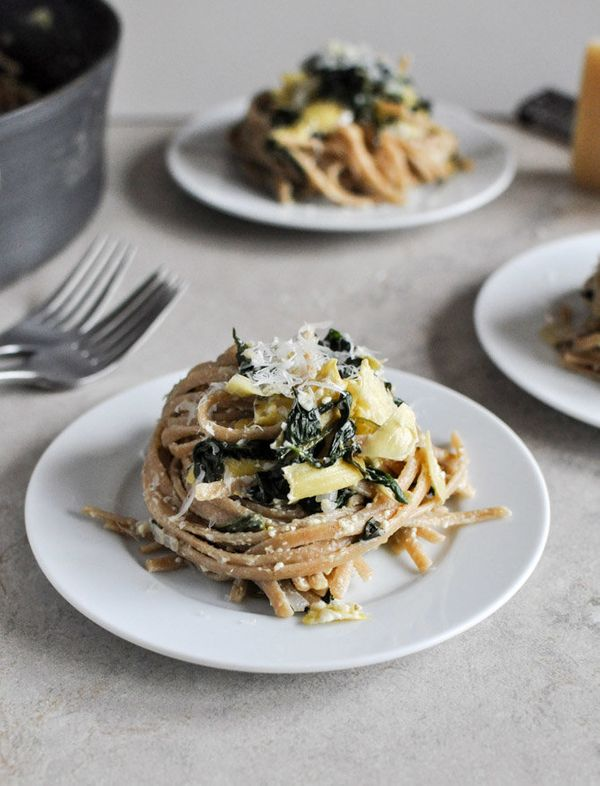 "<strong>Get the <a href=""http://www.howsweeteats.com/2012/12/spinach-and-artichoke-linguine/"" target=""_blank"">Spinach and Art"