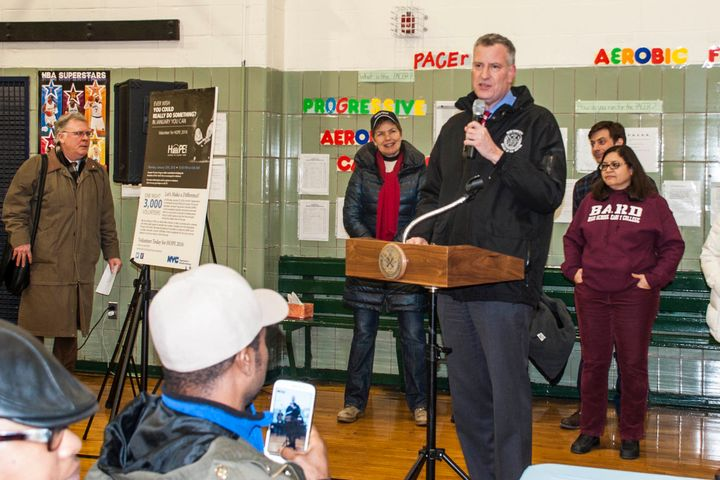Mayor Bill de Blasio speaks to volunteers in the city's annual HOPE count at P.S. 116 in Murray Hill.