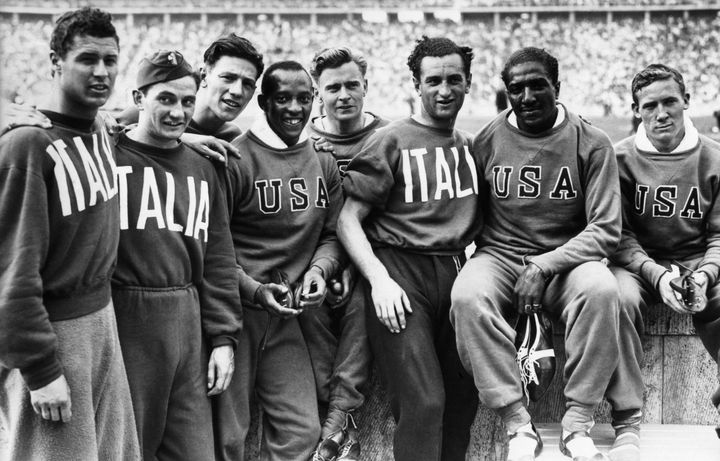 Ralph Metcalfe (second to the right) and the rest of the 4x100 USA team, pictured with the silver medal-winning 4x100 Italian