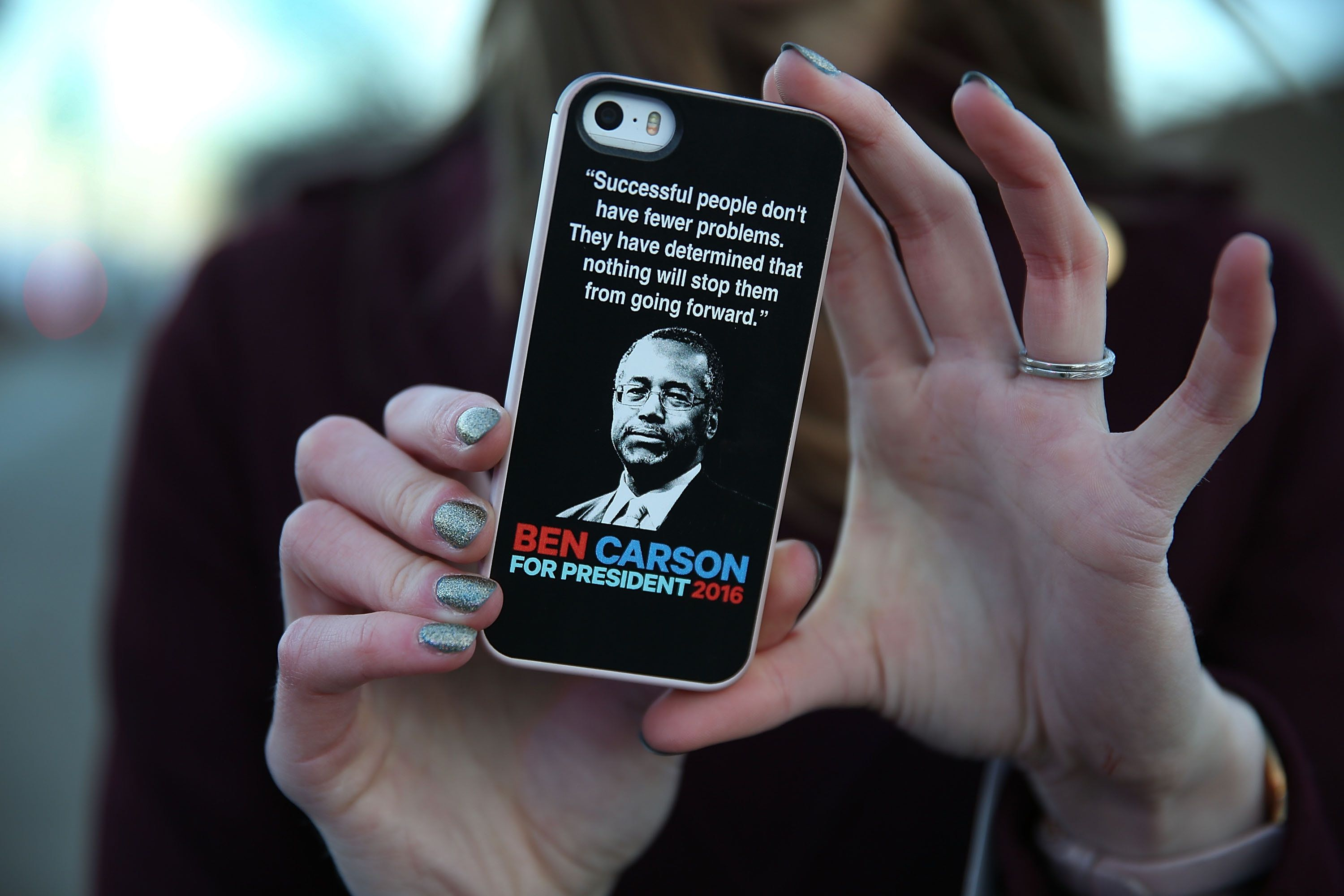DES MOINES, IA - JANUARY 28: Megan Dieken shows her support for Republican Presidential candidate Ben Carson with a sticker on her phone outside the Iowa Events Center where the debate is taking place on January 28, 2016 in Des Moines, Iowa. The Democratic and Republican Iowa Caucuses, the first step in nominating a presidential candidate from each party, will take place on February 1. (Photo by Joe Raedle/Getty Images)