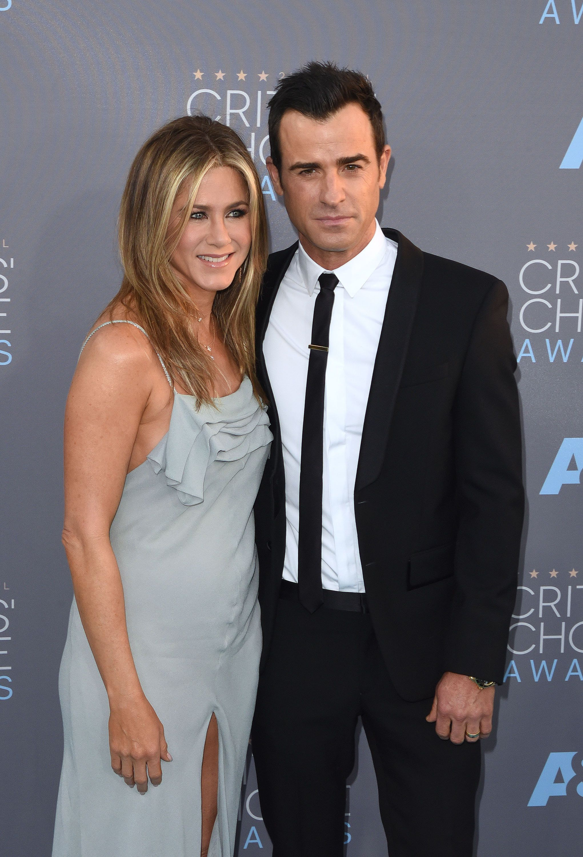 SANTA MONICA, CA - JANUARY 17:  Actress Jennifer Aniston (L) and actor Justin Theroux attend the 21st Annual Critics' Choice Awards at Barker Hangar on January 17, 2016 in Santa Monica, California.  (Photo by C Flanigan/Getty Images)