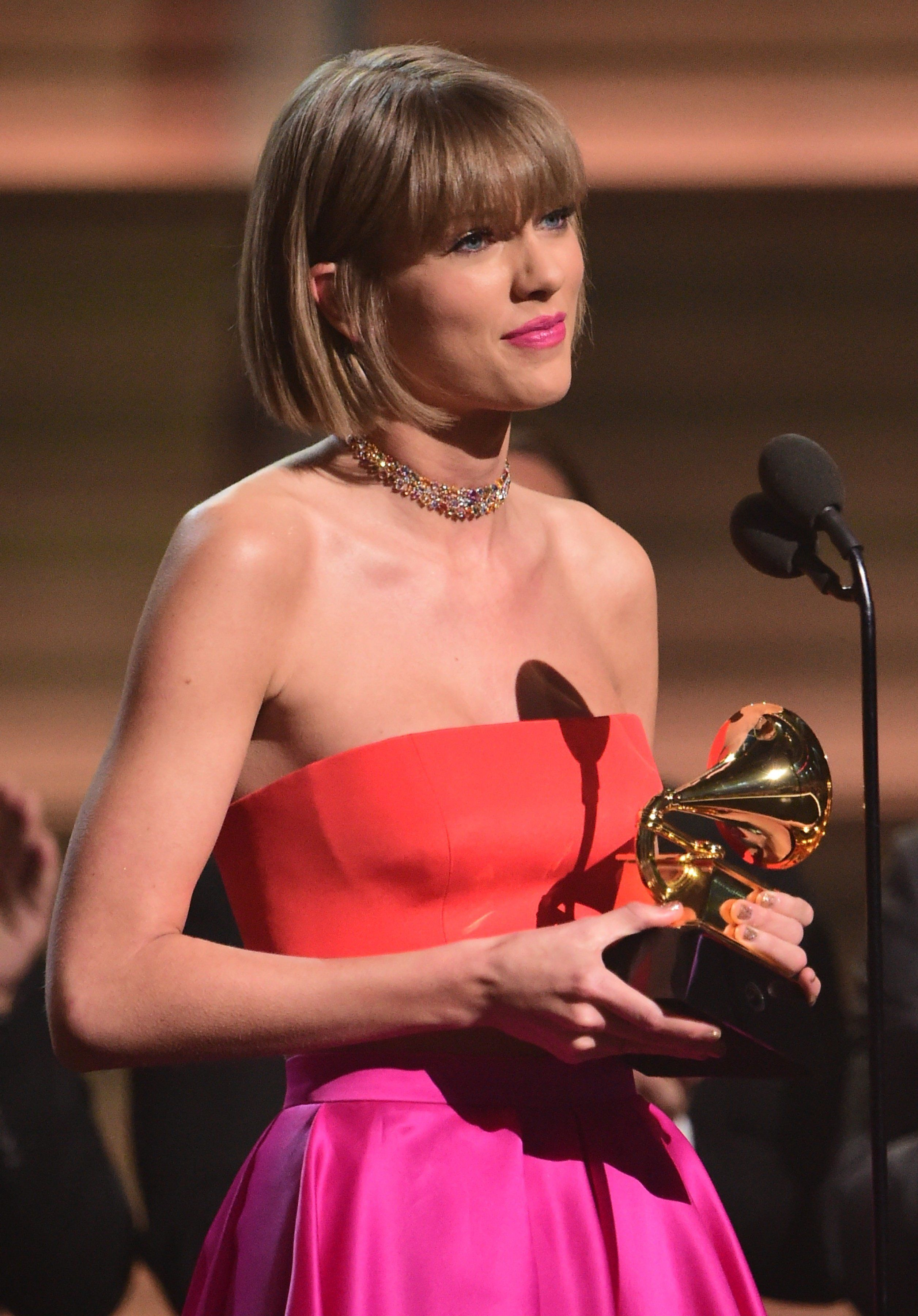 Singer Taylor Swift accepts the award for the Album of the Year onstage during the 58th Annual Grammy music Awards in Los Angeles February 15, 2016.  AFP PHOTO/  ROBYN BECK / AFP / ROBYN BECK        (Photo credit should read ROBYN BECK/AFP/Getty Images)