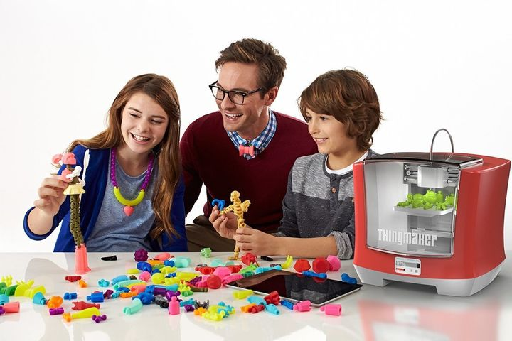 Toys are printed in batches or pieces, which can easily be added to other toys that have already been printed.
