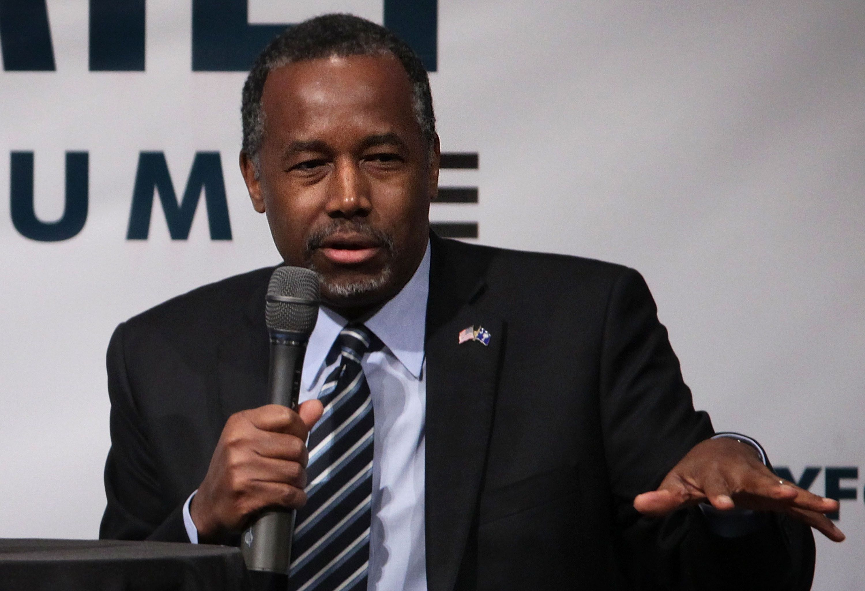 GOP presidential hopeful Ben Carson says he doesn't think it's possible to adhere to Sharia law and accept American values.