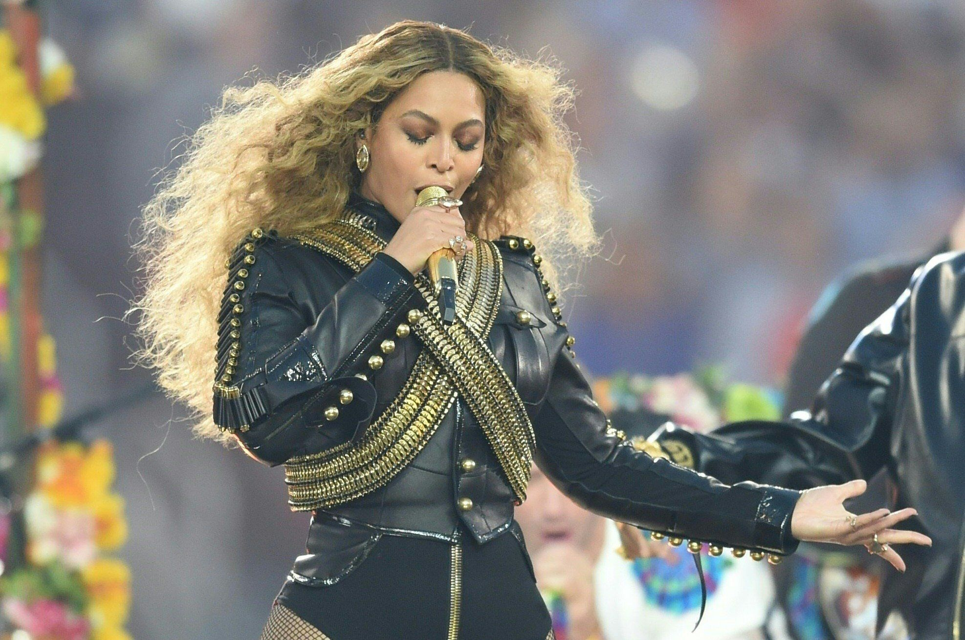 Beyonce performs during Super Bowl 50 between the Carolina Panthers and the Denver Broncos at Levi's Stadium in Santa Clara, California February 7, 2016. / AFP / TIMOTHY A. CLARY        (Photo credit should read TIMOTHY A. CLARY/AFP/Getty Images)