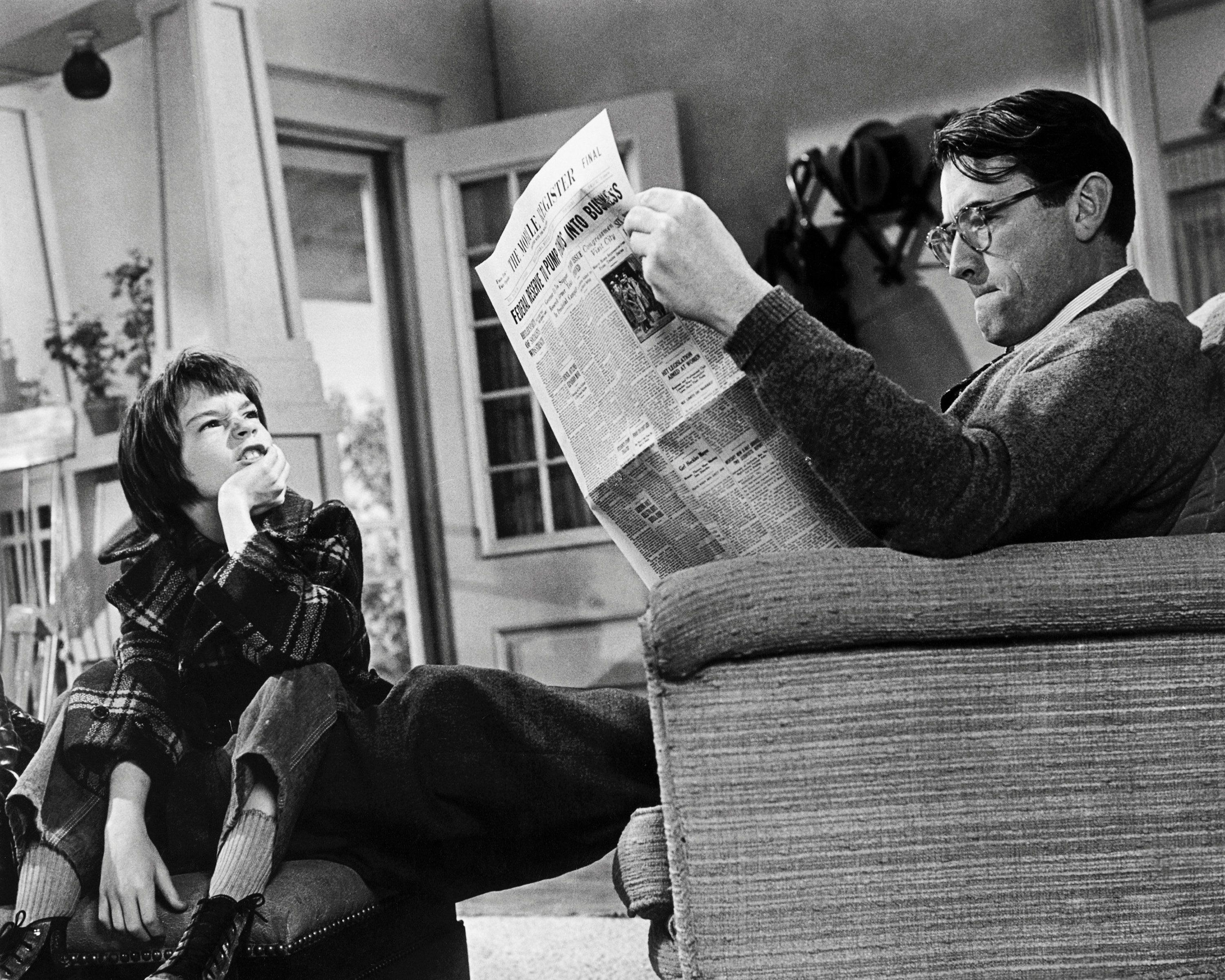 American actors Gregory Peck (1916 - 2003), as Atticus Finch, and Mary Badham as Scout, in 'To Kill A Mockingbird', directed by Robert Mulligan, 1962. (Photo by Silver Screen Collection/Getty Images)