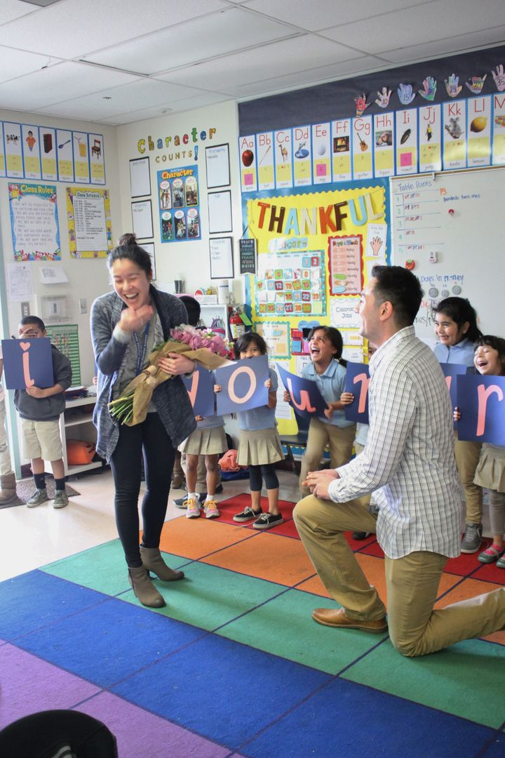 Samuel Nalbandian proposed to Jennifer Lai with the help of her first grade students.