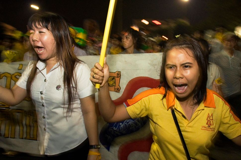 Student supporters of the People's Alliance for Democracy (PAD) marching through the streets of Bangkok towards Democracy Mon