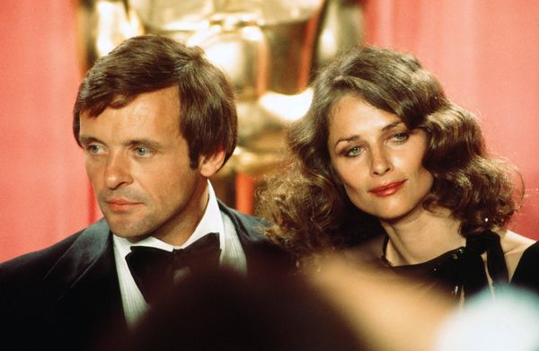 Actor Anthony Hopkins and actress Charlotte Rampling pose backstage during the 48th Academy Awards on March 29, 1976, at Doro