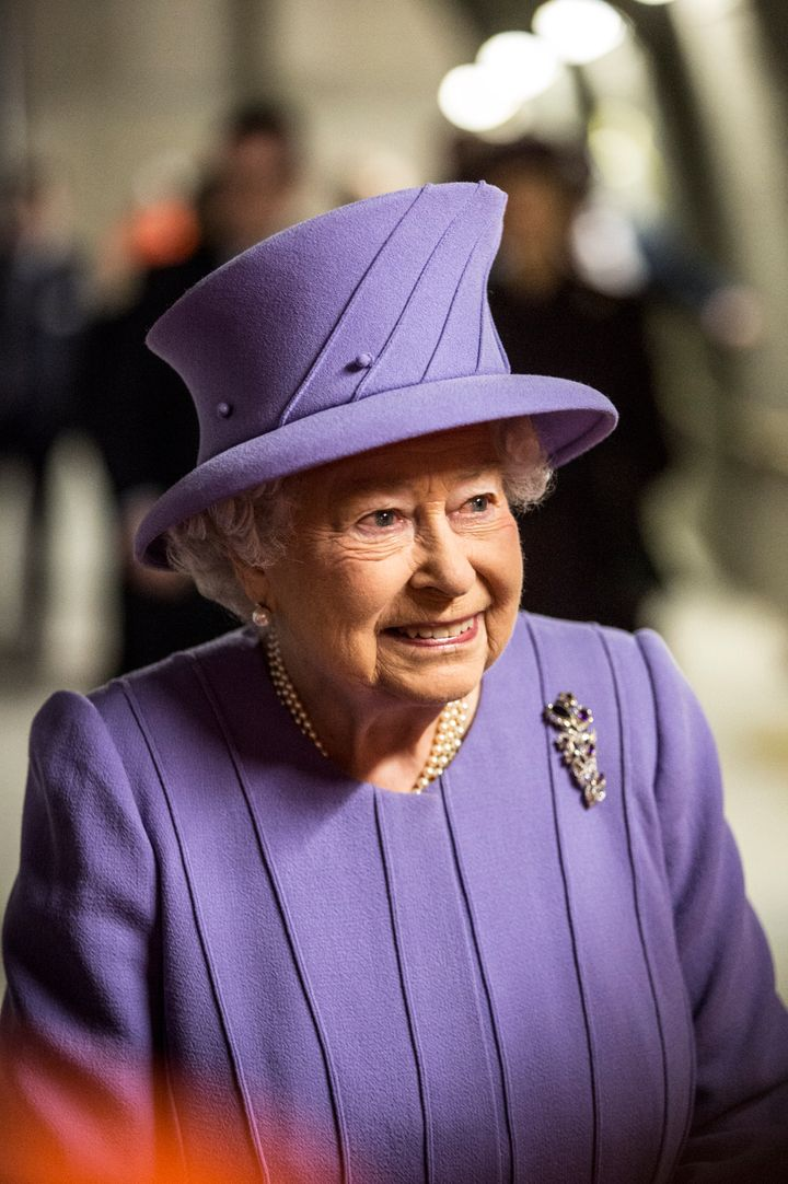 6212aa31354 Queen Elizabeth II And Her Purple Hat Are Having The Best Day Ever ...