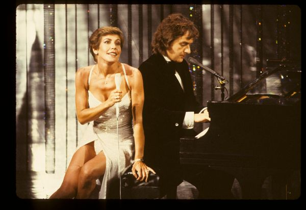 Helen Reddy and Dudley Moore performing at the 52nd annual Academy Awards on April 14, 1980.