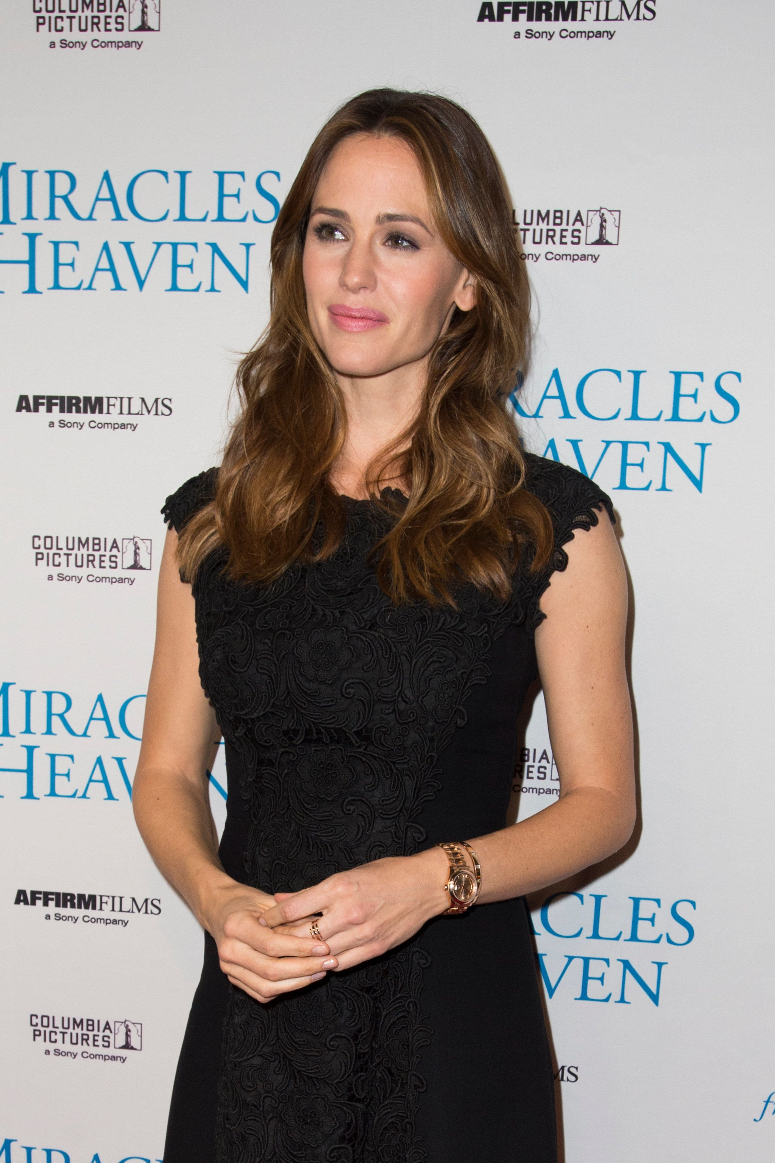 DALLAS, TX - FEBRUARY 21:  Jennifer Garner poses for a photo on the red carpet for the premiere of 'Miracles From Heaven' on February 21, 2016 in Dallas, Texas.  (Photo by Cooper Neill/Getty Images for Allied Integrated Marketing)