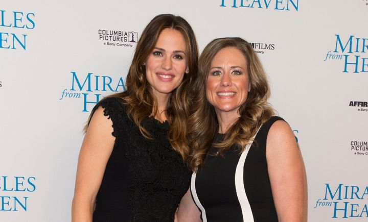"Jennifer Garner poses with Christy Beam during the premiere of ""Miracles From Heaven"" on February 21, 2016 in Dallas, Te"