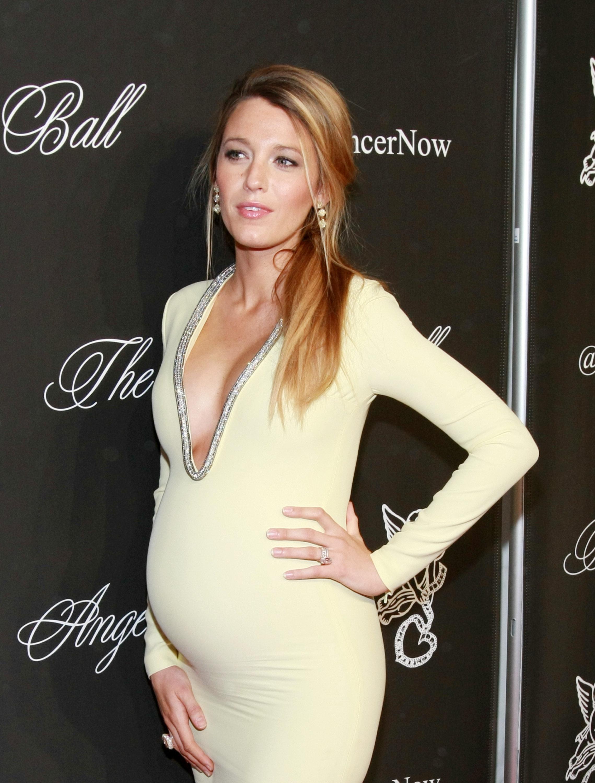 Cocktail Dresses for Pregnant Women