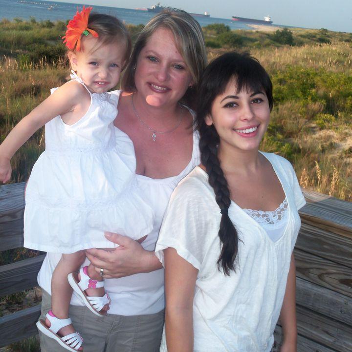 Nicole and daughtersMarika and Alicia.