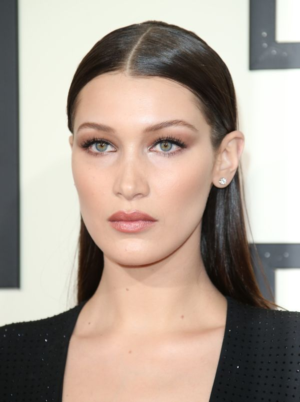 Makeup artist Vincent Oquendo for Sephora Collection and Kat Von D Beauty said that the inspiration for Bella Hadid's Grammys