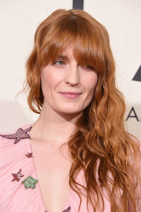 Celebrity makeup artist Lisa Aharon created Florence Welch's 2016 Grammy Awards smooth, nude lip look. She be