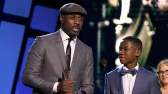 SANTA MONICA, CA - FEBRUARY 27:  Actor Idris Elba accepts award for Best Supporting Male for 'Beast of No Nation' with actors Abraham Attah and Patricia Arquette onstage during the 2016 Film Independent Spirit Awards on February 27, 2016 in Santa Monica, California.  (Photo by Randall Michelson/WireImage)