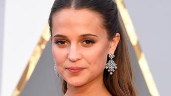 HOLLYWOOD, CA - FEBRUARY 28:  Actress Alicia Vikander attends the 88th Annual Academy Awards at Hollywood & Highland Center on February 28, 2016 in Hollywood, California.  (Photo by Steve Granitz/WireImage)