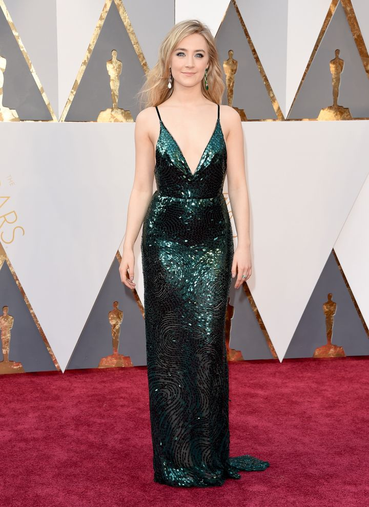 Saoirse Ronan wows on the Oscars red carpet.