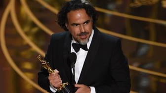 Director Alejandro Gonzalez Inarritu accepts his award for Best Director in The Revenant on stage at the 88th Oscars on February 28, 2016 in Hollywood, California. AFP PHOTO / MARK RALSTON / AFP / MARK RALSTON        (Photo credit should read MARK RALSTON/AFP/Getty Images)