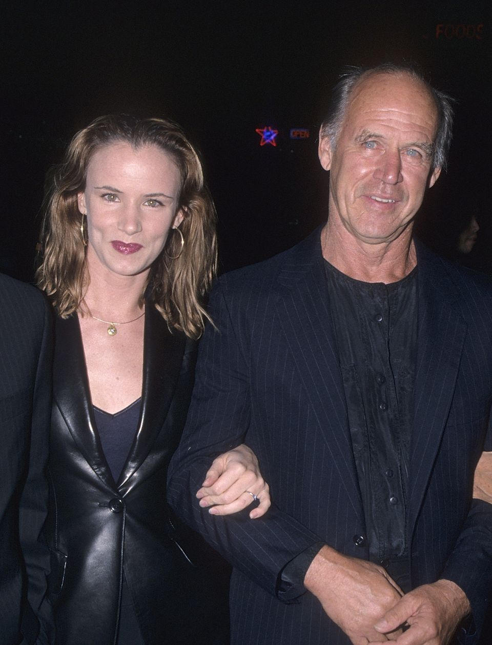 "Actress Juliette Lewis lamented her father's absence from the tribute, <a href=""https://twitter.com/JulietteLewis/status"
