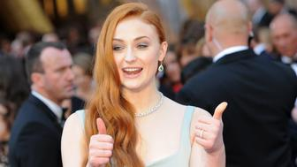 Actress Sophie Turner arrives on the red carpet for the 88th Oscars on February 28, 2016 in Hollywood, California. AFP PHOTO / ANGELA WEISS / AFP / ANGELA WEISS        (Photo credit should read ANGELA WEISS/AFP/Getty Images)