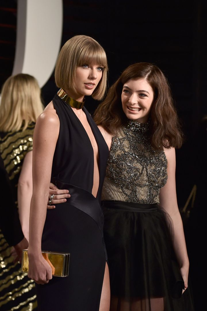 Recording artists Taylor Swift (L) and Lorde attend the 2016 Vanity Fair Oscar Party Hosted By Graydon Carter at the Wallis A