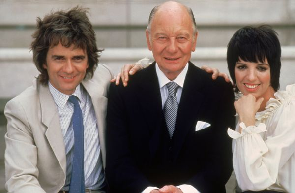 "Gielgud, pictured with co-stars Dudley Moore (left) and Liza Minnelli (right), won the <a href=""https://www.youtube.com/watch"