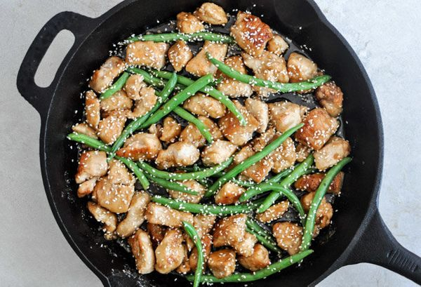 "Get the <a href=""http://www.howsweeteats.com/2012/10/simple-sesame-chicken-skillet/"" target=""_blank"">Simple Sesame Chicken Sk"