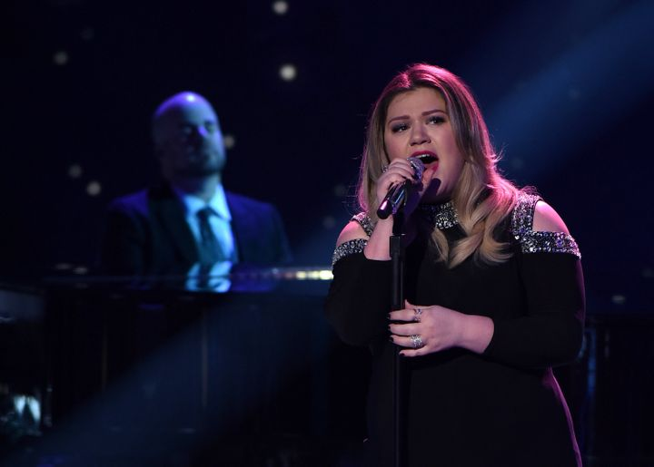 Guest judge and Season 1 winner Kelly Clarkson performs onstage at FOX's American Idol Season 15 on February 25, 2016 in Holl