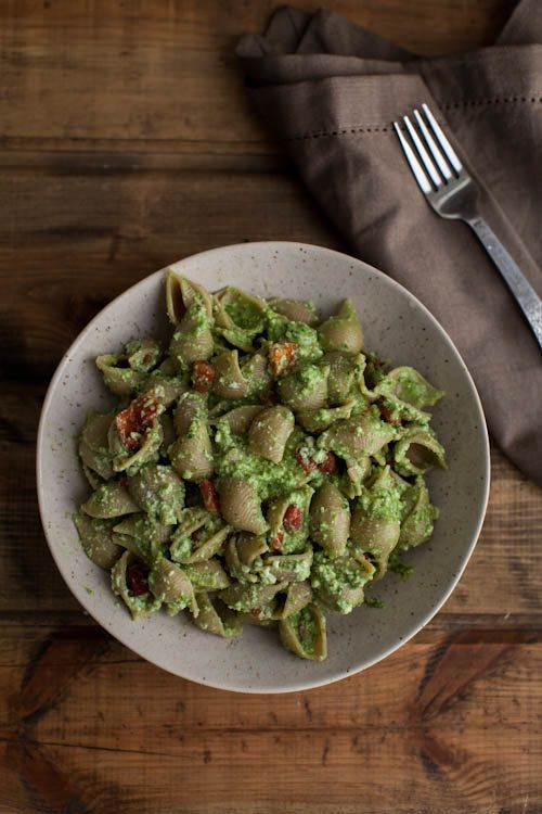"Get the <a href=""http://naturallyella.com/spinach-pesto-pasta-with-roasted-red-peppers-and-ricotta/"" target=""_blank"">Spinach-"
