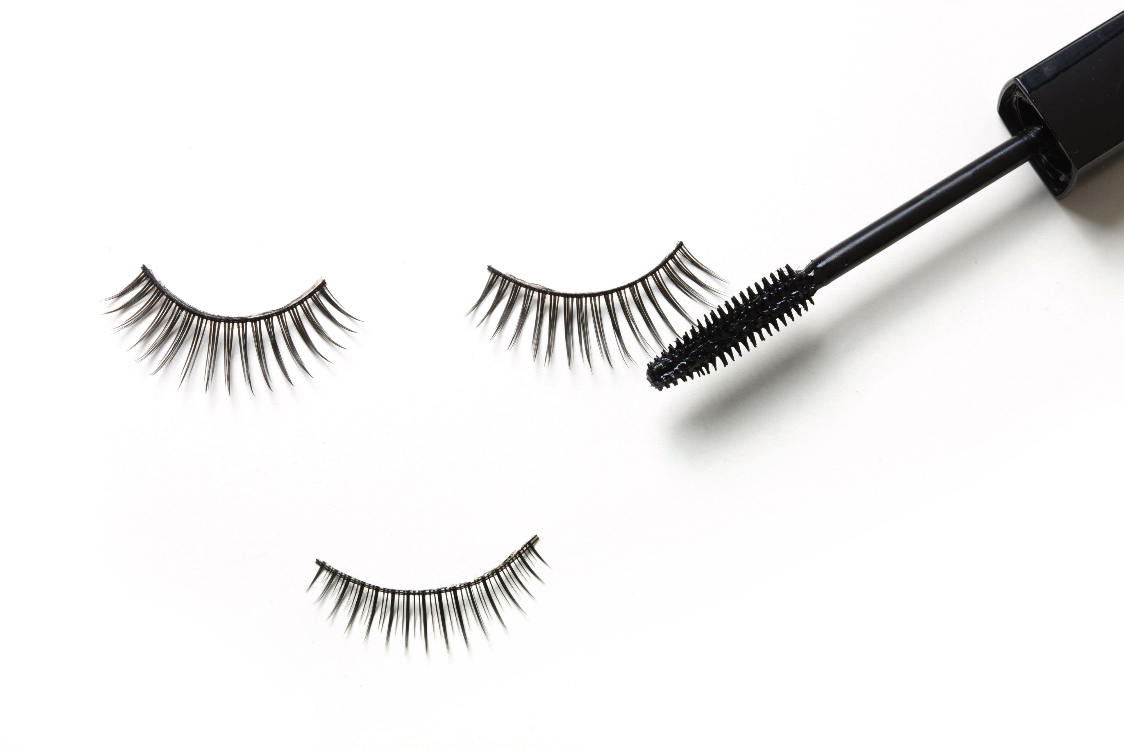 """Lightly applymascara to your lash extensions togive your eyes that """"pop."""""""