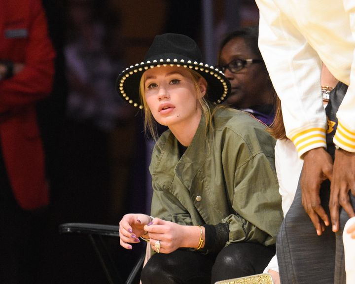Iggy Azalea attends a basketball game between the Dallas Mavericks and the Los Angeles Lakers at Staples Center on November 1