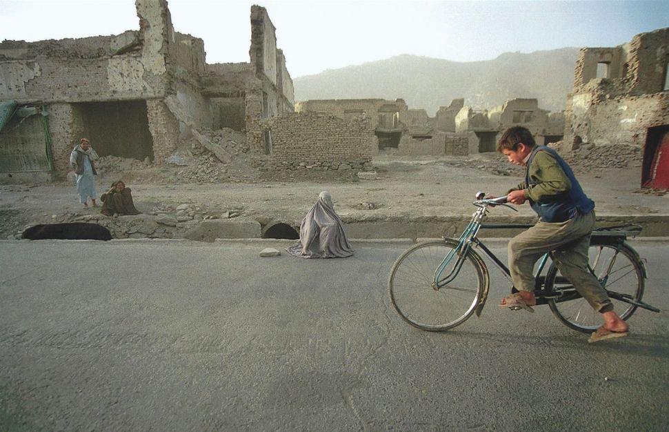 Afghanistan, 2000.
