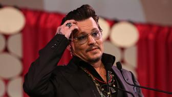 HOLLYWOOD, CA - FEBRUARY 20:  Actor Johnny Depp presents at the Make-Up Artists and Hair Stylists Guild Awards at Paramount Studios on February 20, 2016 in Hollywood, California.  (Photo by Paul Archuleta/FilmMagic)