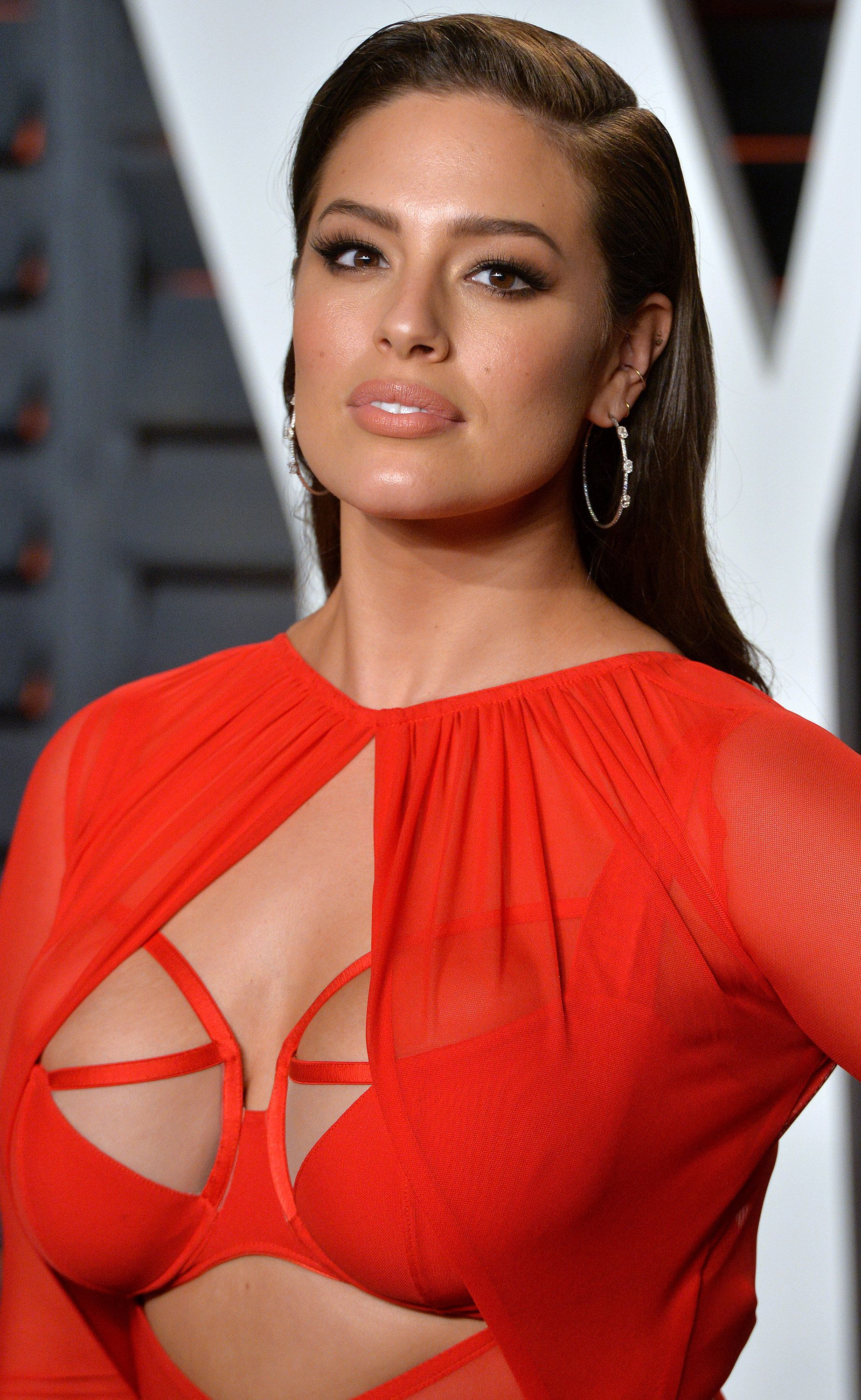 BEVERLY HILLS, CA - FEBRUARY 28:  Ashley Graham attends the 2016 Vanity Fair Oscar Party hosted By Graydon Carter at Wallis Annenberg Center for the Performing Arts on February 28, 2016 in Beverly Hills, California.  (Photo by Anthony Harvey/Getty Images)