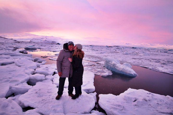 Jennifer Hallinan and her fiancéHector DeLeon at Jökulsárlón Lagoon in Iceland.