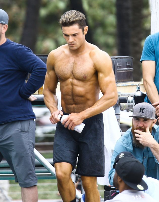 Zac efron workout how to get a body like the 39 baywatch 39 and 39 bad neighbours 2 39 star huffpost uk